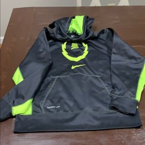 Boys Nike Therma fit sweatshirt